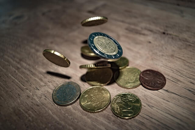 Different currencies falling down